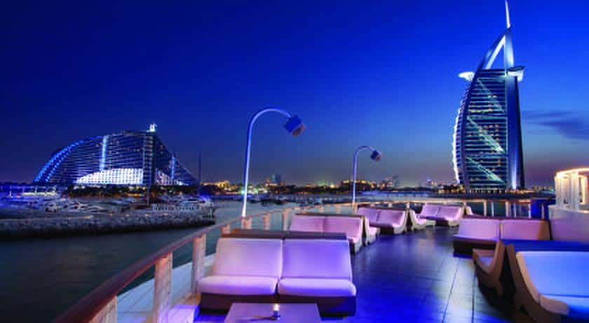 The Best Beach Hotel in Dubai - The Jumeirah Beach Hotel